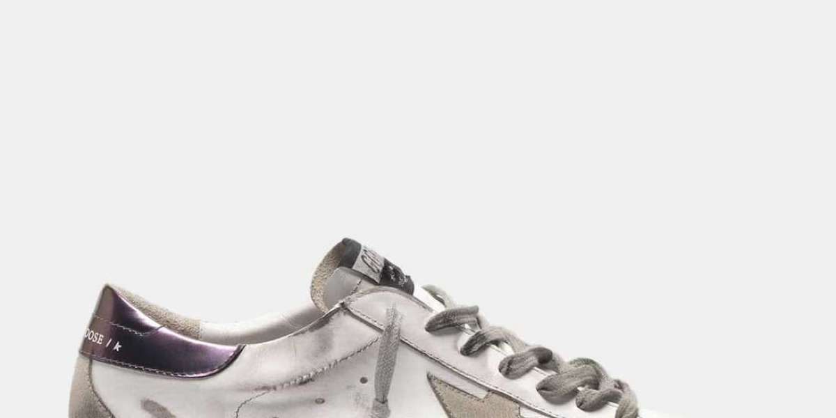 Golden Goose Outlet into